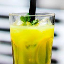 Orzeźwiający sok cytrynowy na upalne dni