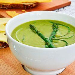 Zupa szparagowa z dużą zawartością błonnika